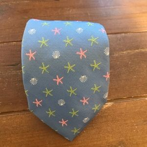 Vineyard Vines shell and starfish embroidered tie